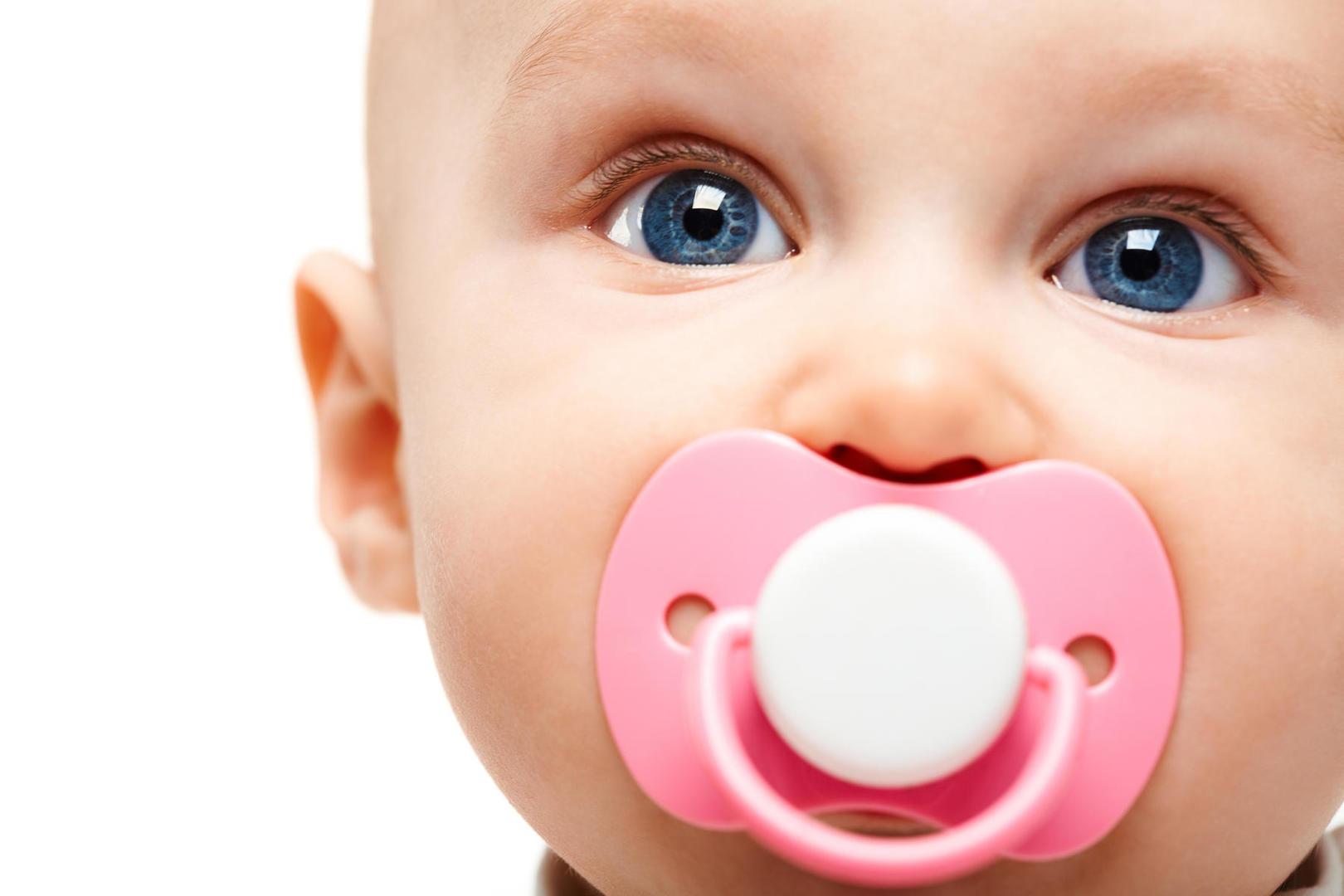 ۱۰ روش ترک دادن پستانک در کودکان