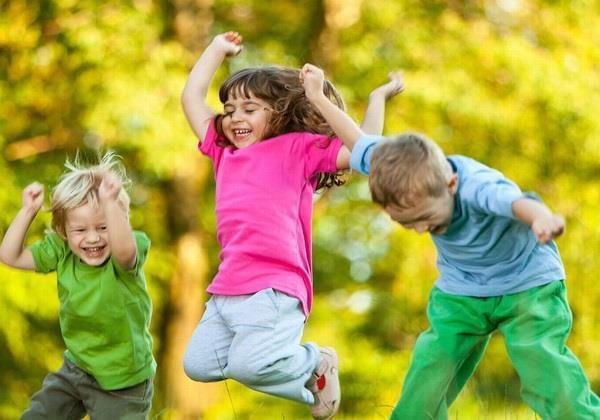بازی های مناسب کودکان در فصل تابستان