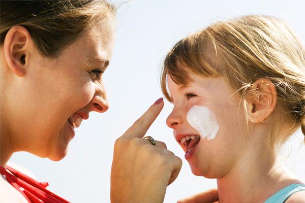 آیا استفاده از کرم ضدآفتاب برای کودکان مضر است؟