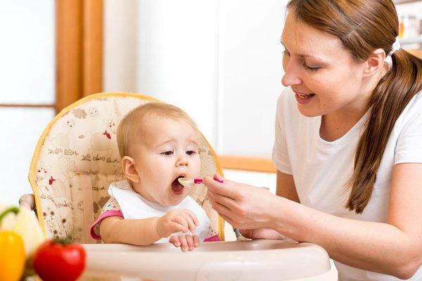 تغذیه نوزاد 9 ماهه