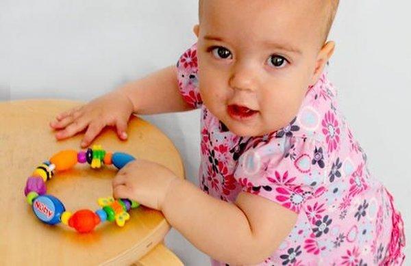 مهارت های حرکتی نوزاد 9 ماهه