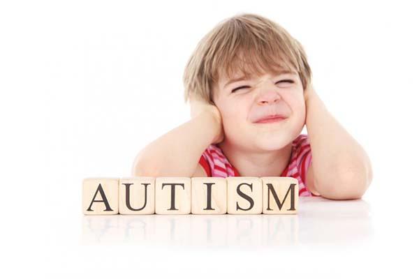 علائم اوتیسم در نوزادان چیست؟