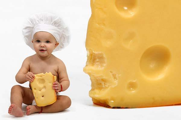 پنیر خامه ای برای نوزاد