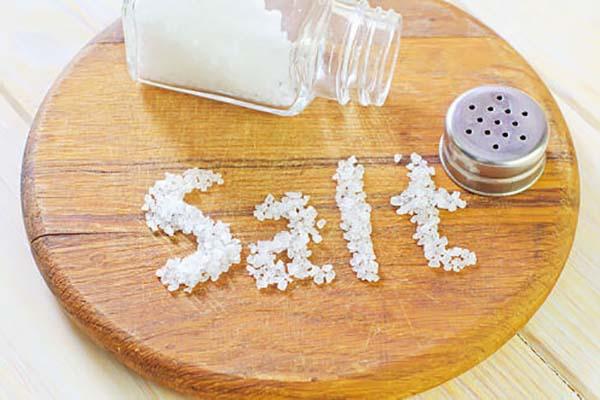 چرا نباید به غذای کودک نمک زد؟