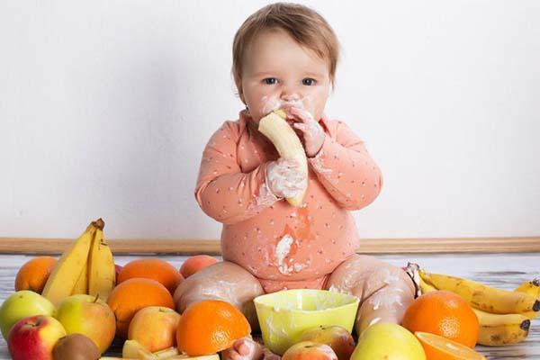 از کی خوبه به نوزاد میوه بدهیم؟ اول کدام میوه رو بدهیم؟