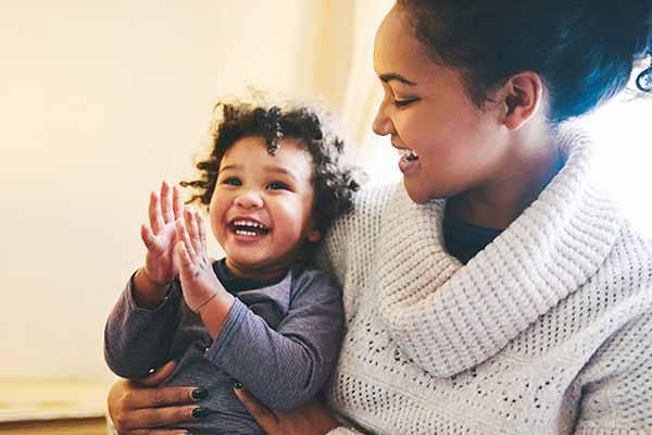 سن دست زدن نوزادان