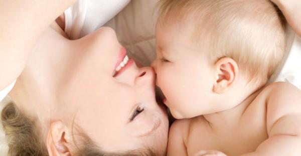 نشانه های علاقه نوزاد به مادر